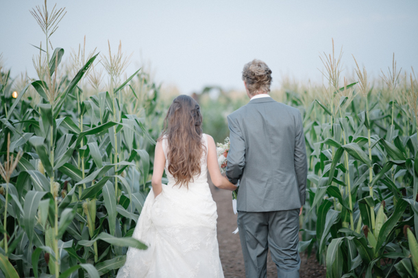 Field of Dreams Farm Wedding by Laura Jansen Photography {Lisa & Rayno} | SouthBound Bride