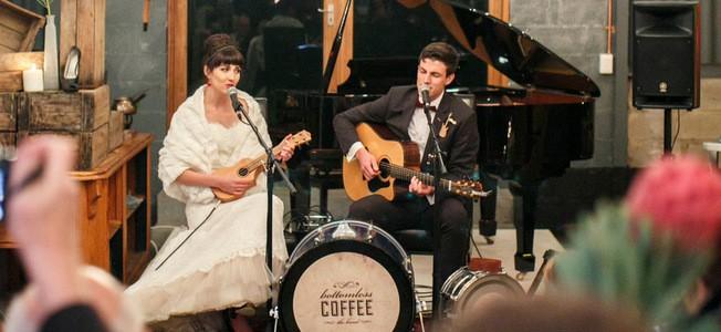 002-E&L-bottomless-coffee-musical-winter-wedding-vivid-blue