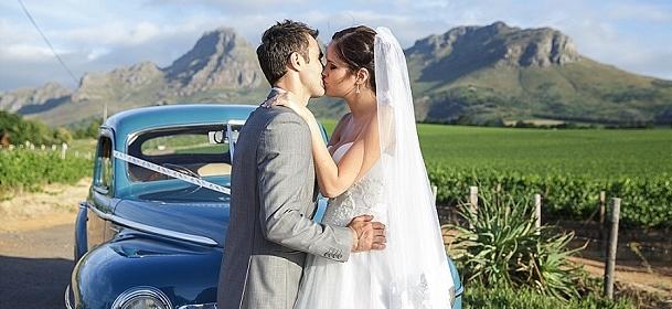 002-N&L-blue-hydrangea-wedding-leanne-love